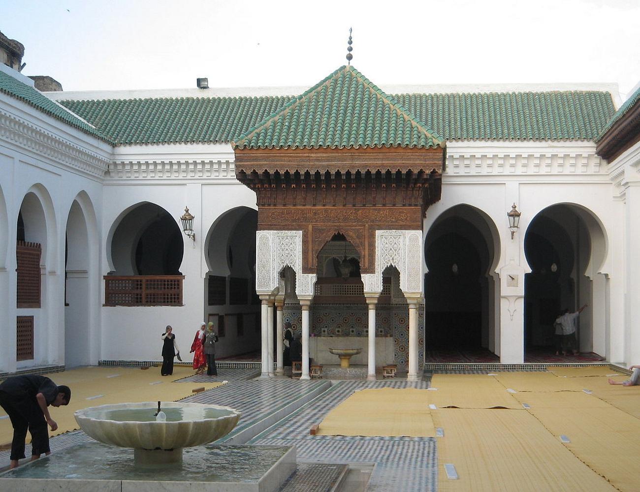 جامعة القرويين عراقة التاريخ التعليمي ومركز استمرار المعرفة الدينية الإسلامية