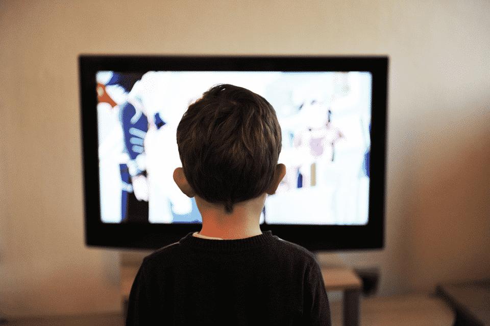 تعليم الأطفال خلال العطلة الصيفية عبر أفكار متاحة وبيتية