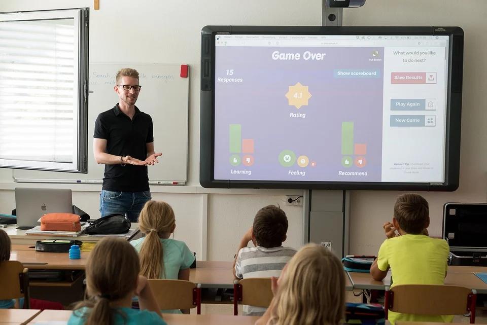 التعليم الذكي نهج جديد لتلبية احتياجات المتعلمين لمواجهة تحديات الحياة الرقمية